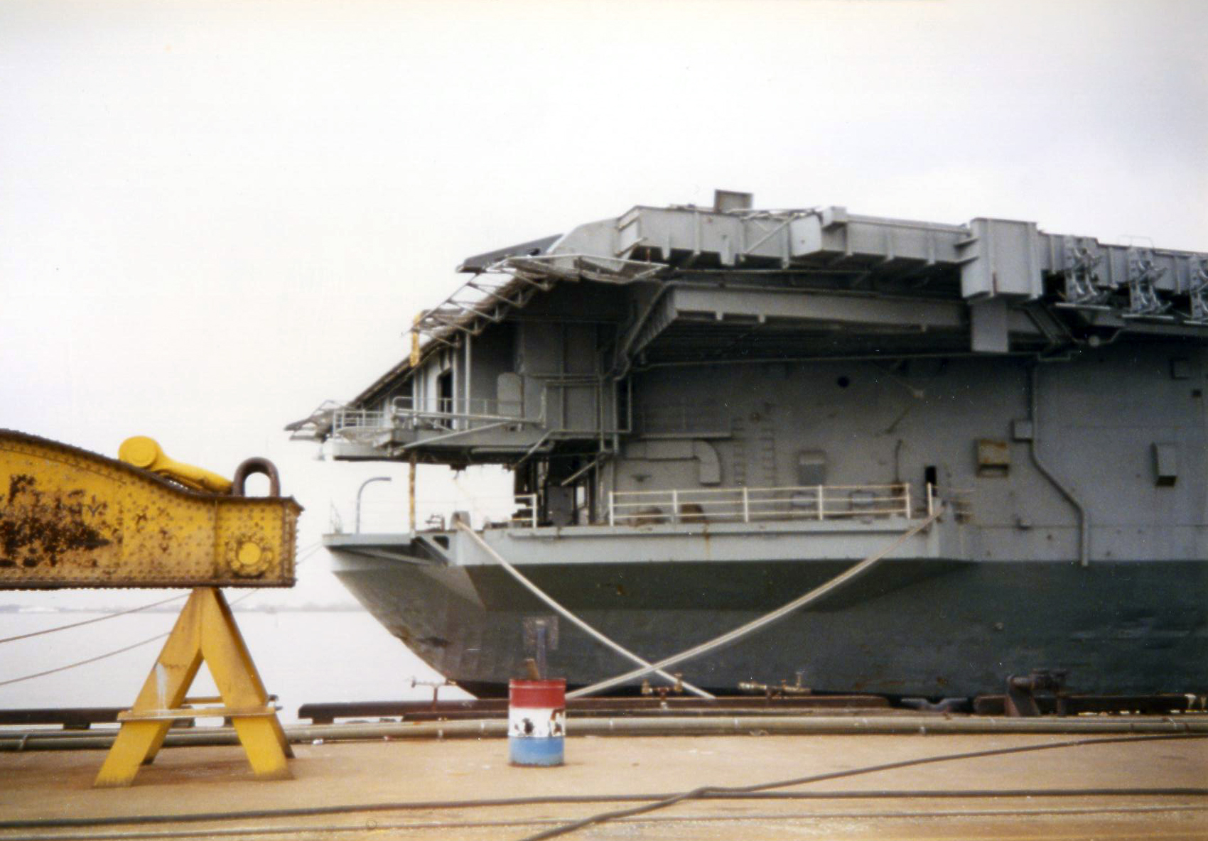 'Hi Resolution Photo Click Here' from the web at 'http://www.usscoralsea.net/images/excv431991Philly7uk.jpg'